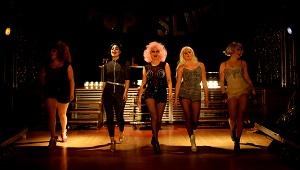 Pop Slutissa saavat kyytiä paitsi yleisö, myös pop-kulttuurin asennemaailma. (Kuva: Emilia Raunio)