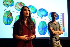 WOE-näytelmässä kerrotaan muun muassa aivojen kehityksestä. (Kuva: Christopher Hewitt)